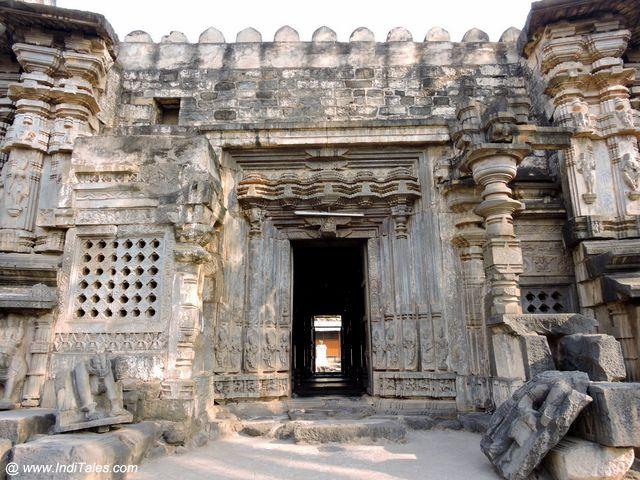 कोपेश्वर मंदिर के सभा मंडप का प्रवेश द्वार