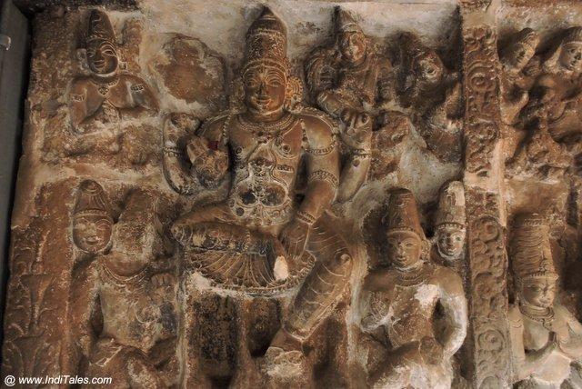 वैकुण्ठ पेरूमल मंदिर की भित्तोयों पर विष्णु प्रतिमाएं