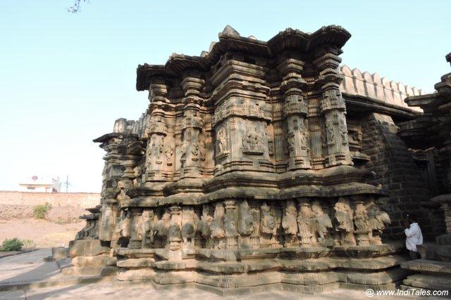 कोपेश्वर मंदिर की उत्कीर्णित भित्तियां