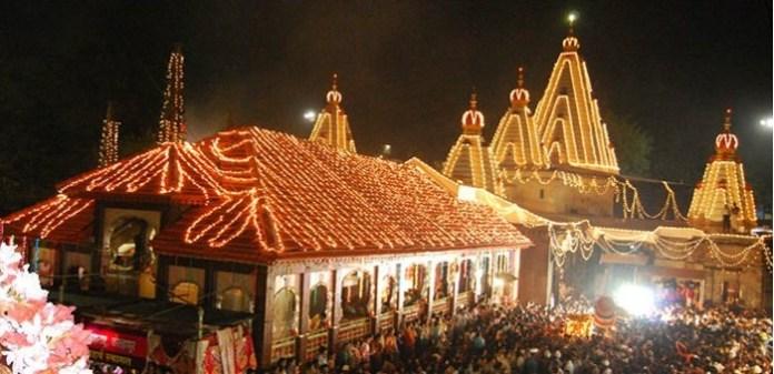 नवरात्रि के समय सजा हुआ कोल्हापुर महालक्ष्मी मंदिर
