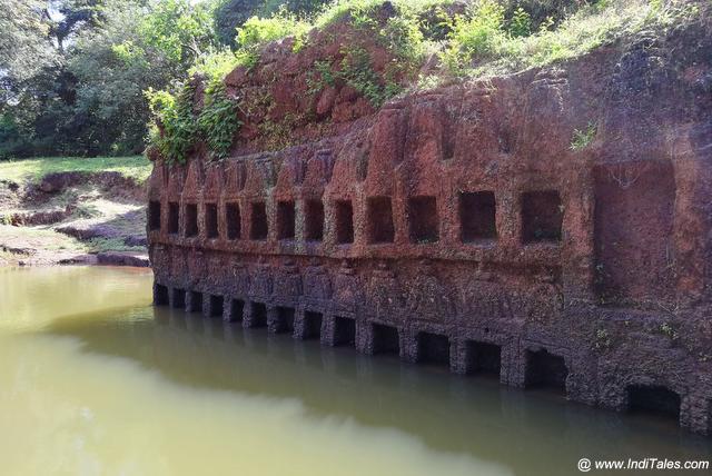 दीवार द्वीप का प्राचीन कुंड