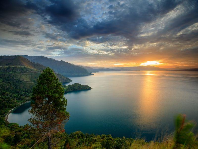 El Lago Toba y su maravilloso amanecer