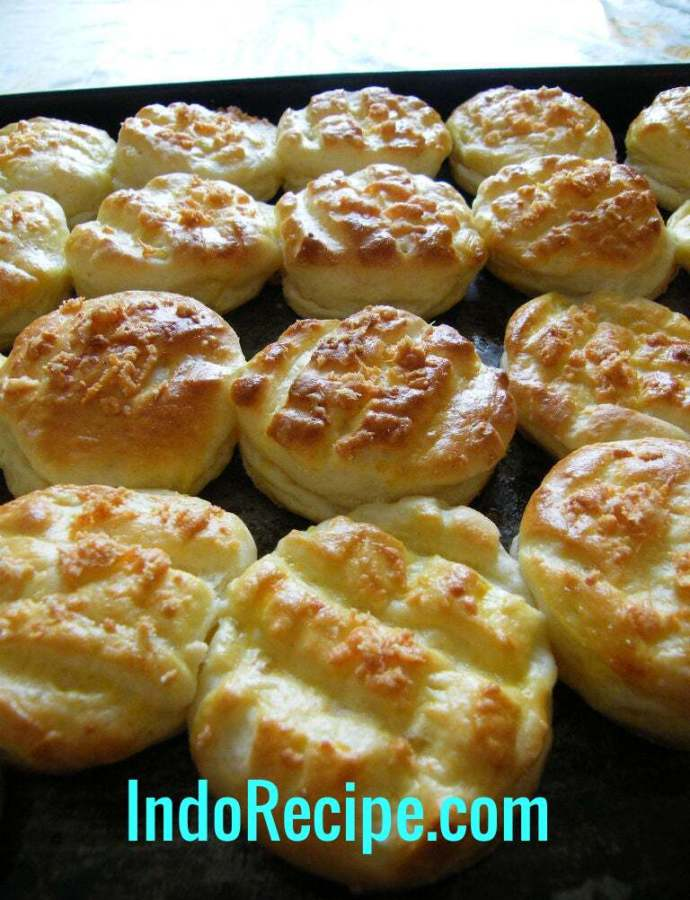 Krumpli Pogacsa (Hungarian Cheese Scones/Buns)