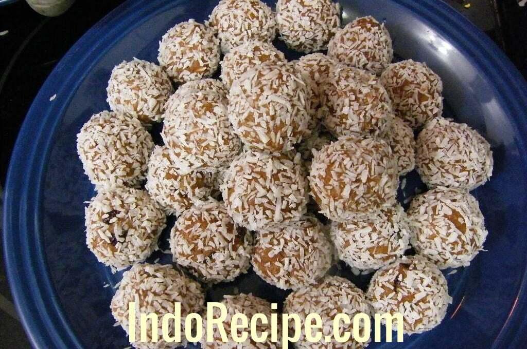 Coconut Rum Balls (Kokuszgolyo)