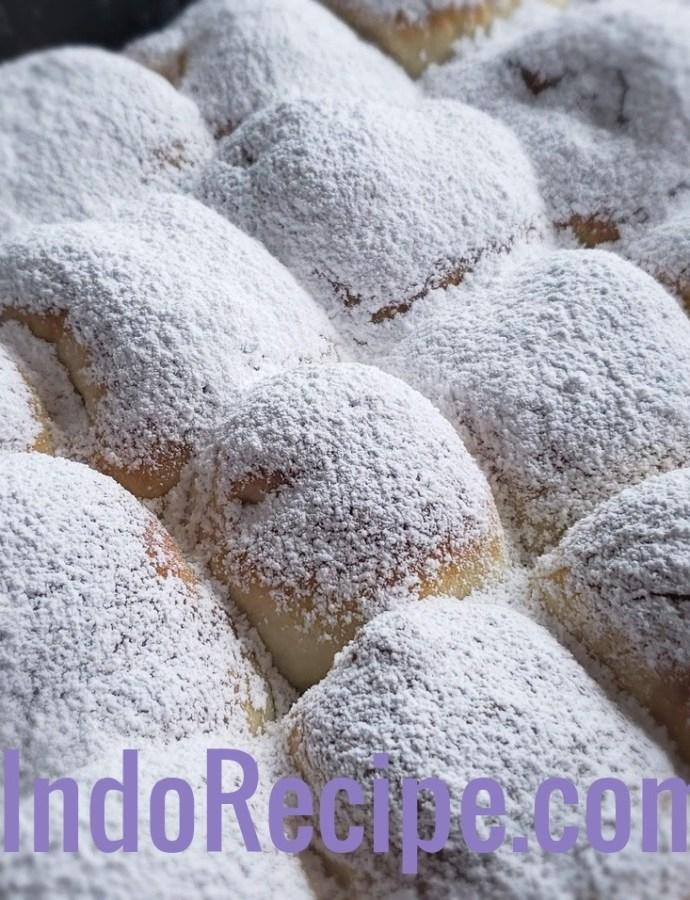 Lekvaros Bukta (Hungarian Jam Rolls)