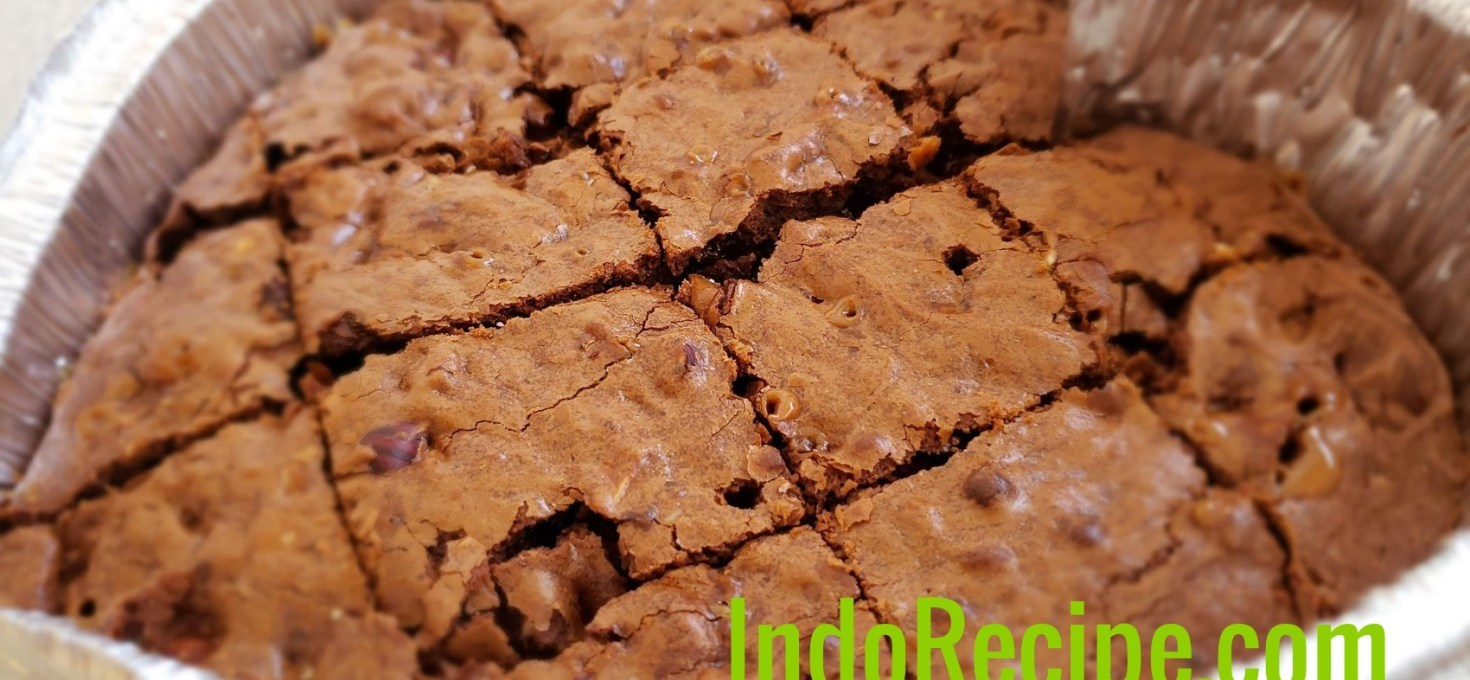 Heart-shaped Extra Fudgey Toffee and Hazelnuts Brownies