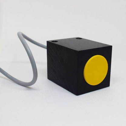 Induktivni senzor 40 x 40 mm