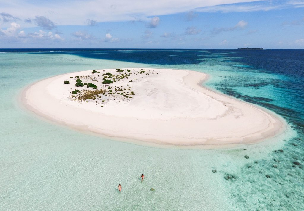 Thulusdhoo Island sandbank excursion