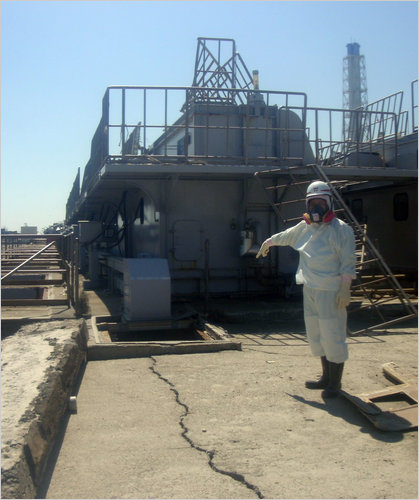 japan_crack_at_nuclear_plant.jpg