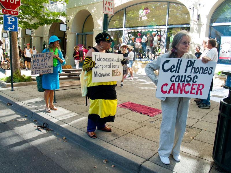 Verizon protesta pacífica-avenue_7-21-12.jpg