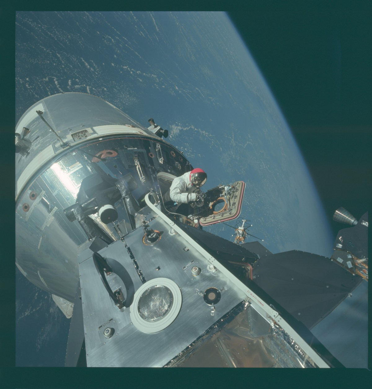 Project Apollo – 8,400 Images from the Apollo Program