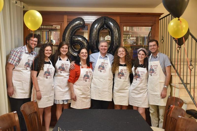 Hason Ailesi, Baruh Hason'un 60. yaş gününü kutluyorlar.jpg