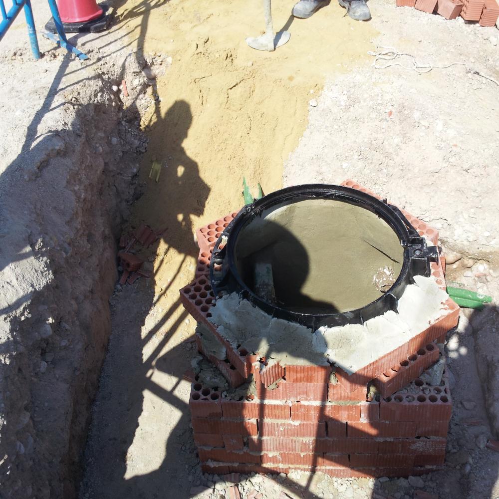 Construcción canalizaciones pozos hormigón