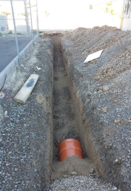 Obras de construcción canalización de PVC para red de saneamiento