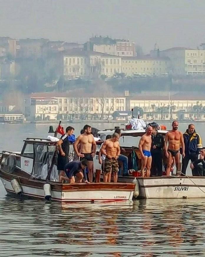 Ορεστιάδα: Δύο Εβρίτες πήδηξαν στο Βόσμπορο για να πιάσουν το Σταυρό (φώτο)