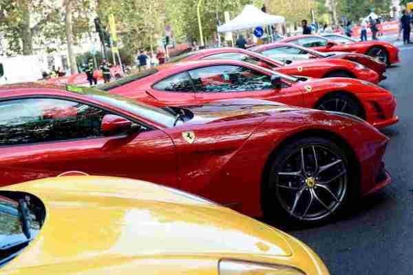 Il Contadino che comprò una Ferrari senza patente, deriso dai venditori