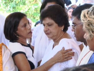 First Lady (left) Deolatchmee Ramotar consoles Mrs. Singh. [iNews Photo]