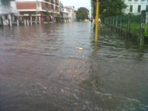 Main and Middle Streets flooded during the flash flood on Wednesday, November 27. [iNews' Photo]