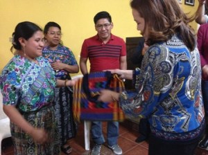 Minister of Foreign Affairs receiving gift in presence of Mayor of San Antonio.