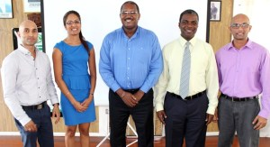Mr. Hinds (center) flanked by  GCCI's elected Executive Management Committee for the year 2014/2015
