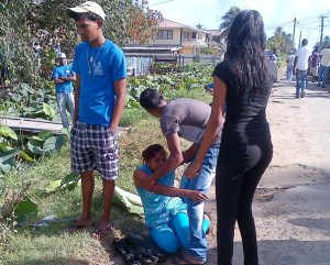 His family breaks down after identifying his body. [iNews' Photo]