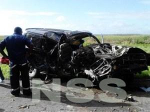 The mangled vehicle. (Starnieuws photo)