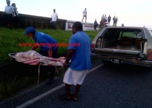 Undertakers remove the body. [iNews' Photo]