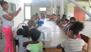 Jonnel does a demonstration to the children of Save R Kids. [iNews' Photo]