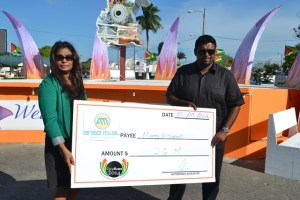 Minister Ali receives a $2.6 million cheque from Ansa McAL. [GINA Photo]
