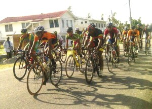 The riders bunched together during the course. [iNews' Photo]