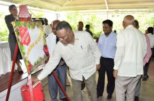 Prime Minister Samuel Hinds gives his donation. [GINA Photo]