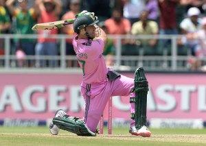 AB de Villiers clobbers one for six