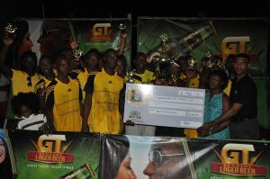 Banks DIH Aqua Mist Brand Manager, Errol Nelson (right) presents the winning cheque to Winners Connection just after the game.
