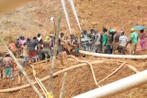 The body of one of the miners being pulled from the pit. [GGDMA Photo]