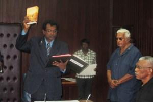Khemraj Ramjattan being sworn in. [iNews' Photo]