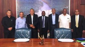 President David Granger greeting members of the Private Sector Commission during a meeting at the Ministry of the Presidency