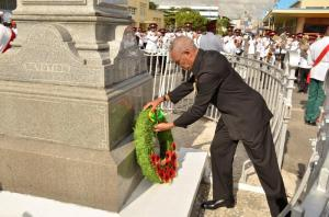 His Excellency, Brigadier David Granger, President of Guyana, as he lays a wreath in remembrance of those who paid the ultimate sacrifice during World Wars I and II.