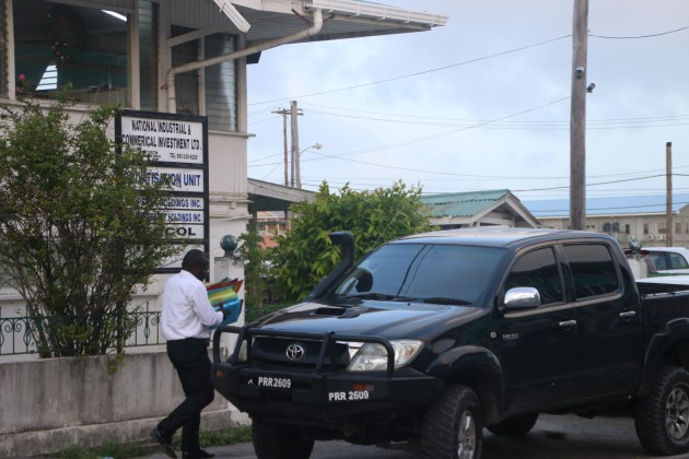 Security officers seen removing documents out of NICIL's Headquarters in Kingston