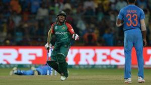 Bangladesh's Mushfiqur Rahim(L) gestures towards Indian bowler Hardik Panday after scoring a boundary during the World T20 cricket tournament match between India and Bangladesh at The Chinnaswamy Stadium in Bangalore on March 23, 2016. / AFP PHOTO / MANJUNATH KIRAN (AFP)