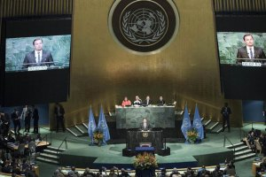 UN Messenger of Peace Leonardo Dicaprio addresses the opening segment of the signature ceremony for the Paris Agreement on Climate Change. UN Photo/Mark Garten