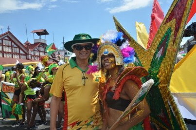 Owner of the Guyana Amazon Warriors franchise, Dr Ranjisinghi 'Bobby' Ramroop with a reveller prior to the start of the float parade