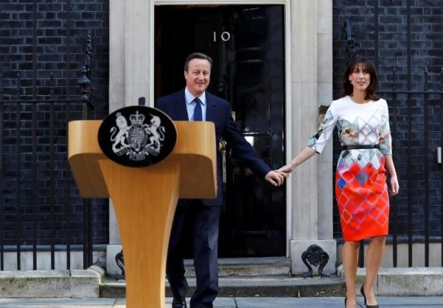 Britain's Prime Minister David Cameron walks out of 10 Downing Street with his wife Samantha as he prepares to speak after Britain voted to leave the European Union, in London, Britain (REUTERS/Stefan Wermuth)