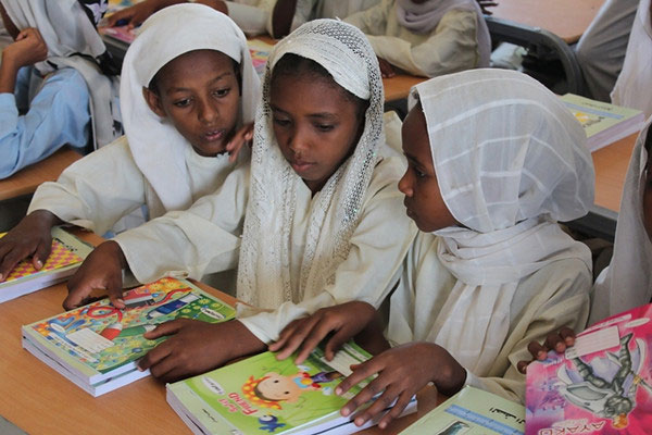 Young girls attending a school at the Shagarab Refugee camp in eastern Sudan where thousands of asylum-seekers, refugees and migrants are at risk of being trafficked every year. (Photo: UNHCR)