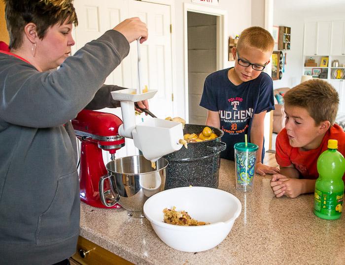 making-applesauce-theeasy-way