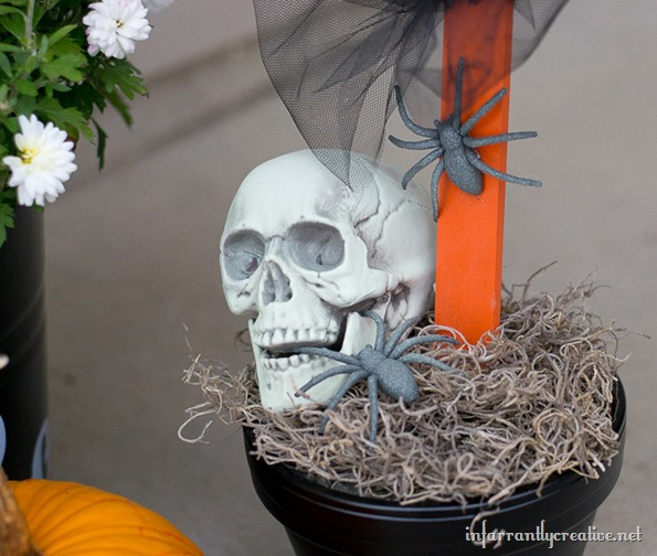 skull and halloween sign