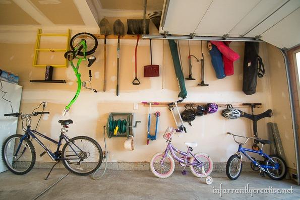organizing-bikes-in-garage