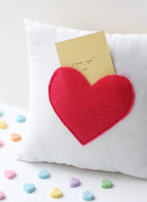 secret-pocket-pillow