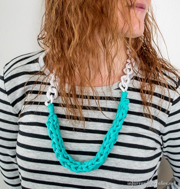 finger knit necklace with cable chain