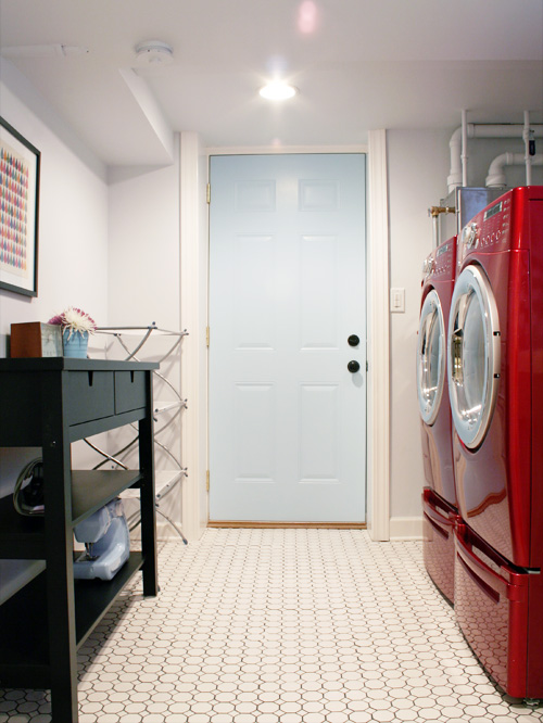 bright-basement-laundry