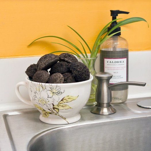 Coffe-grounds-garbage-disposal-cleaners